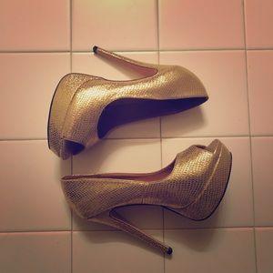 Shoedazzle Gold Pumps Sz. 9.5